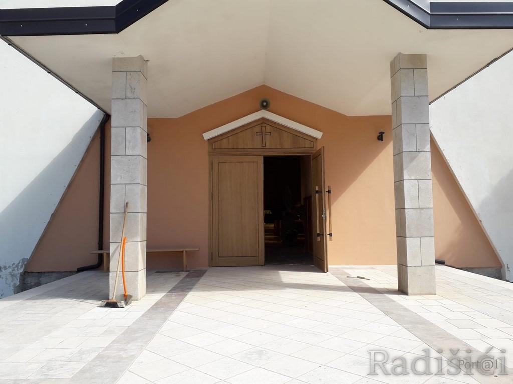 https://radisici.ba/images//Clanci2019/crkvar-radisici/Crkva_Radisici_8.jpg